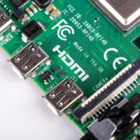 Raspberry Pi 4 je levný prťavý počítač s vysokým výkonem