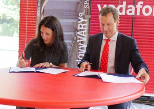 Vodafone chce v Karlových Varech do roka spustit 5G pro všechny