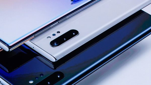 Globální prodej smartphonů ve druhém čtvrtletí klesl