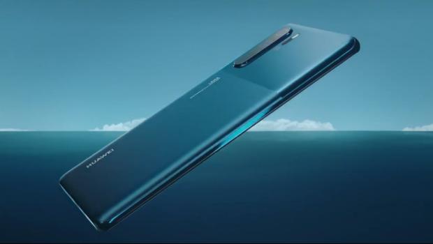 Huawei P30 Pro ve variantě Mystic Blue zamířil na český trh