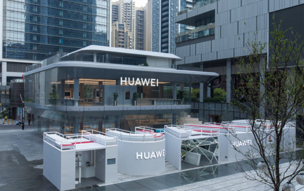 Huawei představil první vlajkový obchod, telefony Mate 30 získají Android se službami Googlu