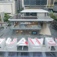 Huawei otevřel první vlajkový obchod, telefony Mate 30 získají Android se službami Googlu