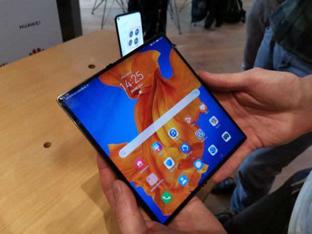 Huawei představil ohebný smartphone Huawei Mate Xs, zamíří i do Česka